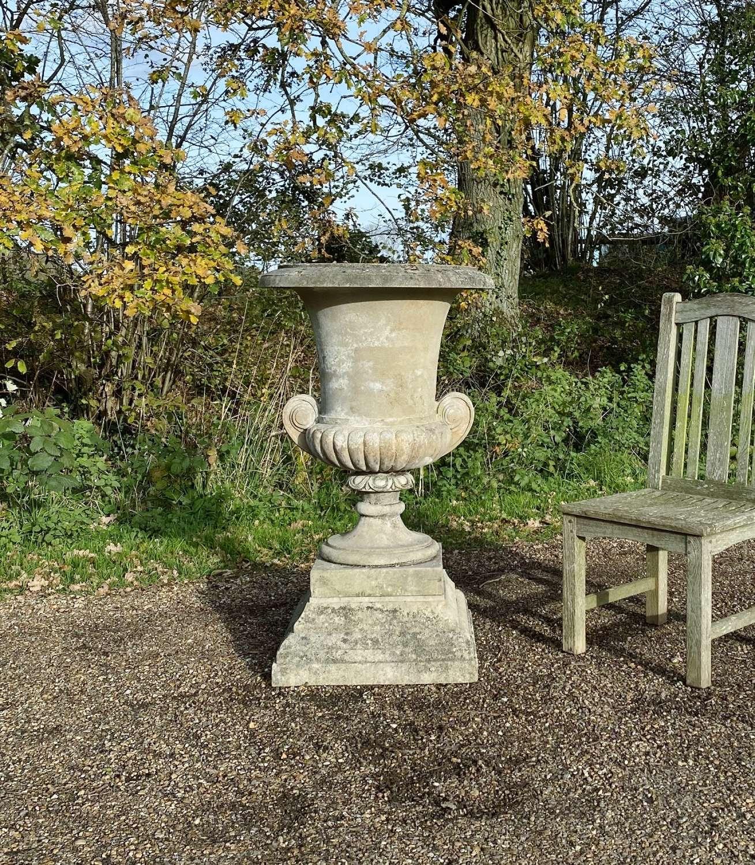 Campana Urn with Plinth
