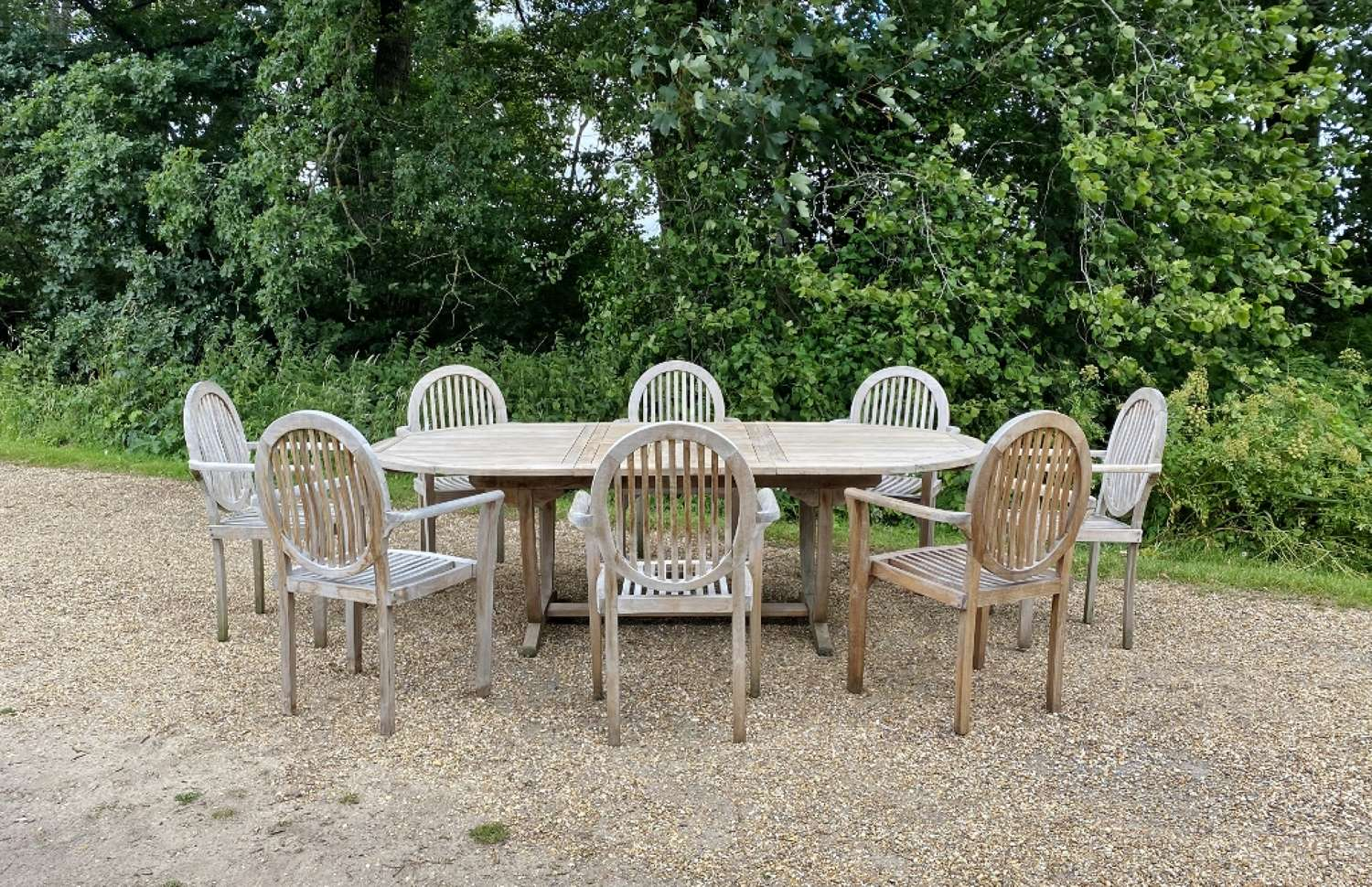 Seating Set with 8 Decorative Chairs