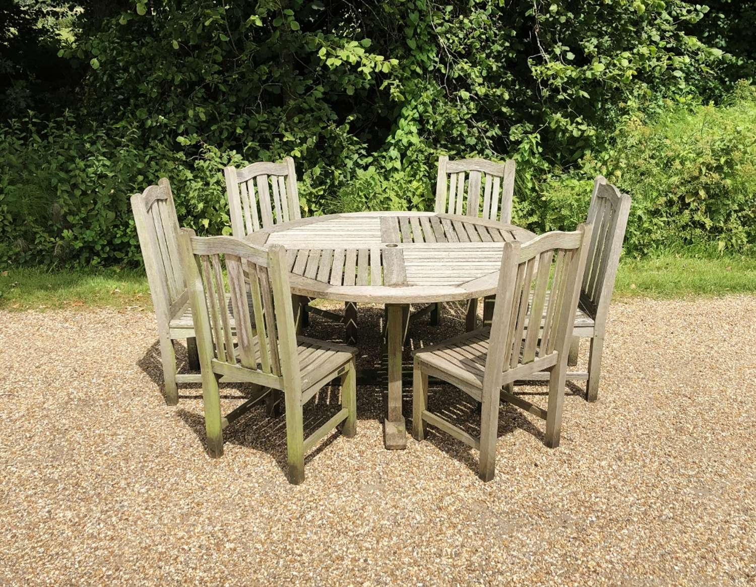 Round Table with 6 Chairs