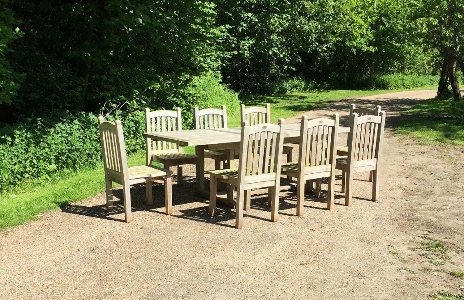 Seating Set with 8 Finial Chairs