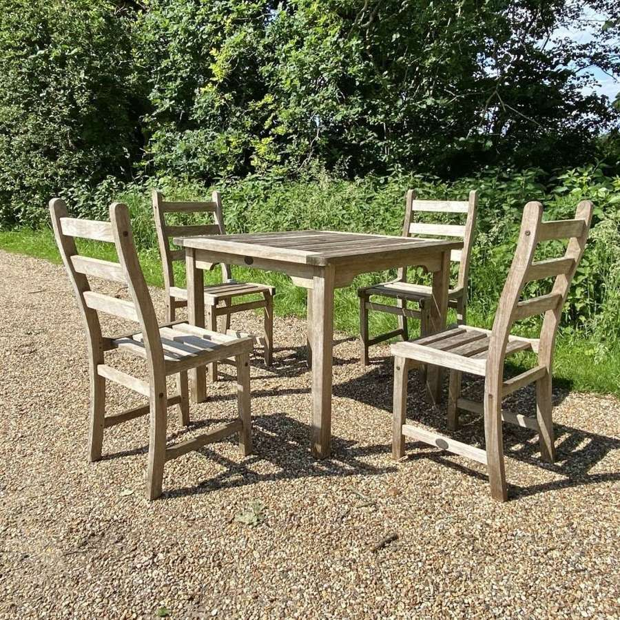 Lister Seating Set